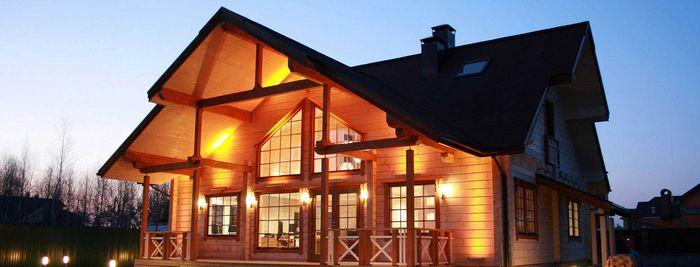 Дом со включенным светом